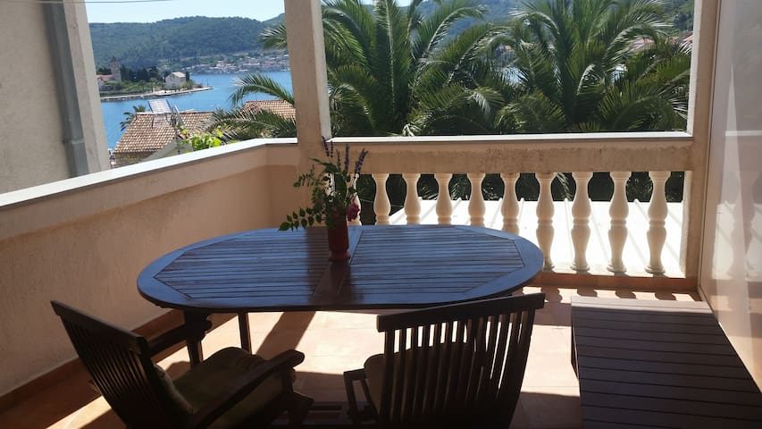 Red apt ( sea view, terrace, for 2) - Vis - Departamento