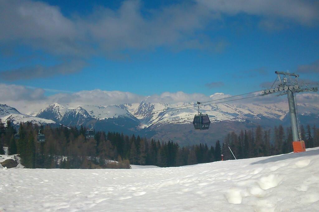 Télécabines accès direct au domaine skiable (Paradiski)