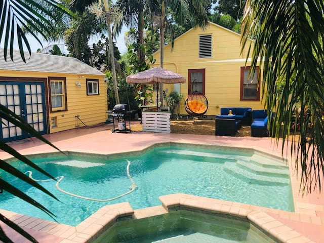 Cozy & Secluded Casita (Centrally Located)