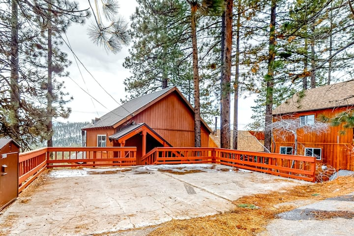 Beautiful, Sunlit Home w/ Free WiFi, Wood Stove, Private Washer/Dryer, Foosball