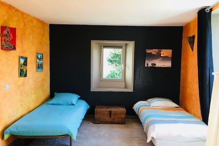 Chambre 3 lits salle de bains privative tarif/per