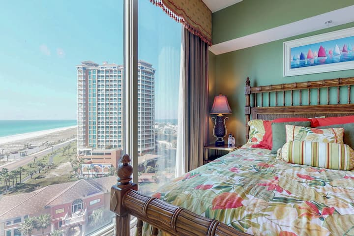 Waterfront condo w/ shared pools, fitness room, & beach access