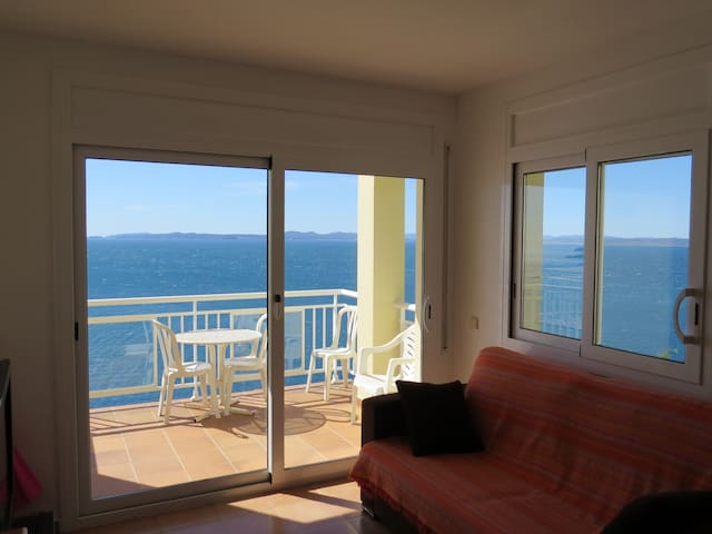 3. Apartment with incredible views of the Bay of Roses with community pool.