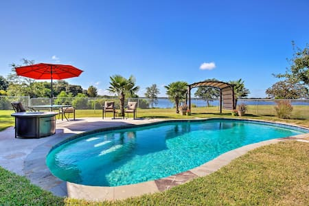 Waterfront Lake Fork House With Private Pool!