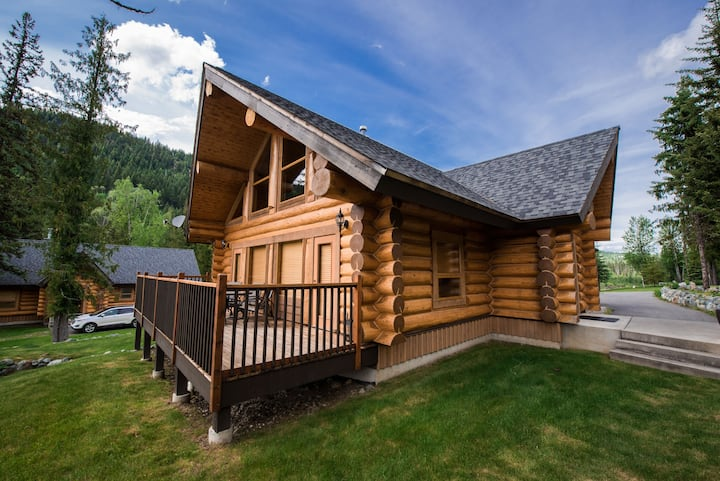 Log Cabin in Nature    25 mins to Wells Grey Park