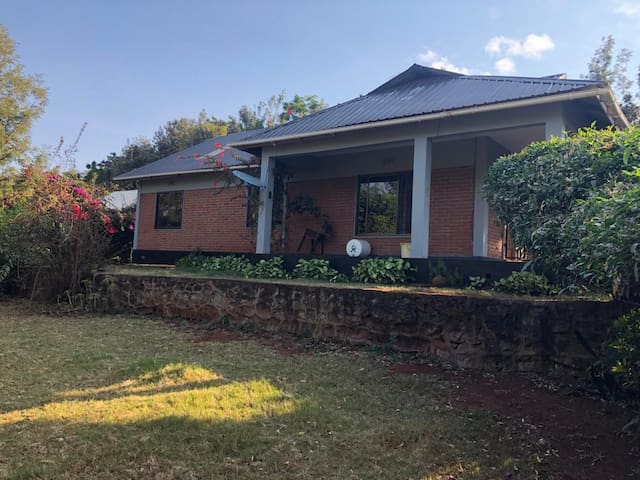 3 Houses on 2 acres 20 min to Ngorongoro gate