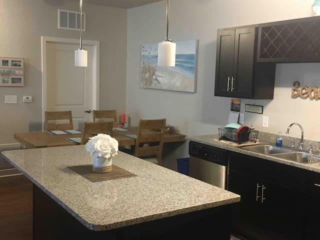 Immaculate 1 BR Apartment in Tradition!