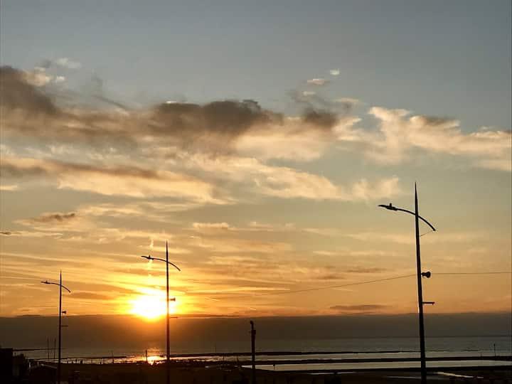 Sunset Apt @ SoHot Stays | 5⭐️ Location + Sea View