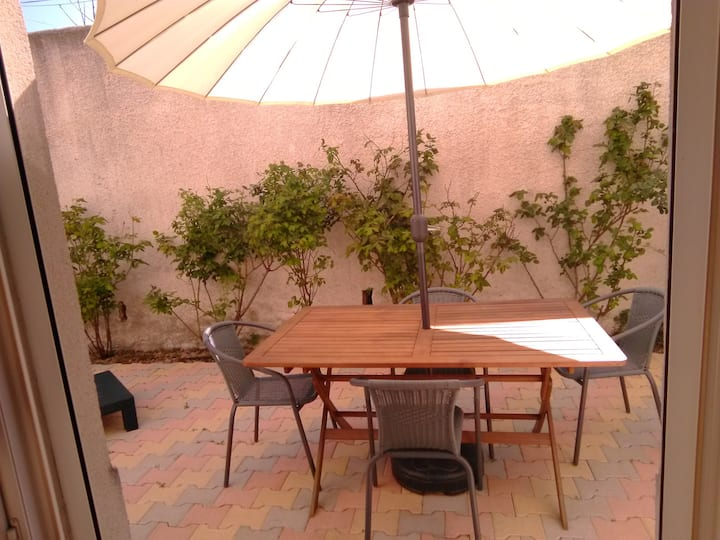 House with 2 bedrooms in Marseille, with enclosed garden and WiFi - 10 km from the beach
