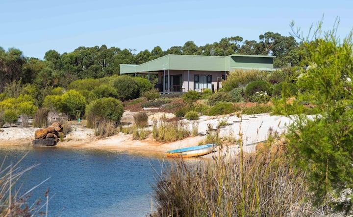 Kooyar Mia Chalet ~ Lakeside Vineyard Estate