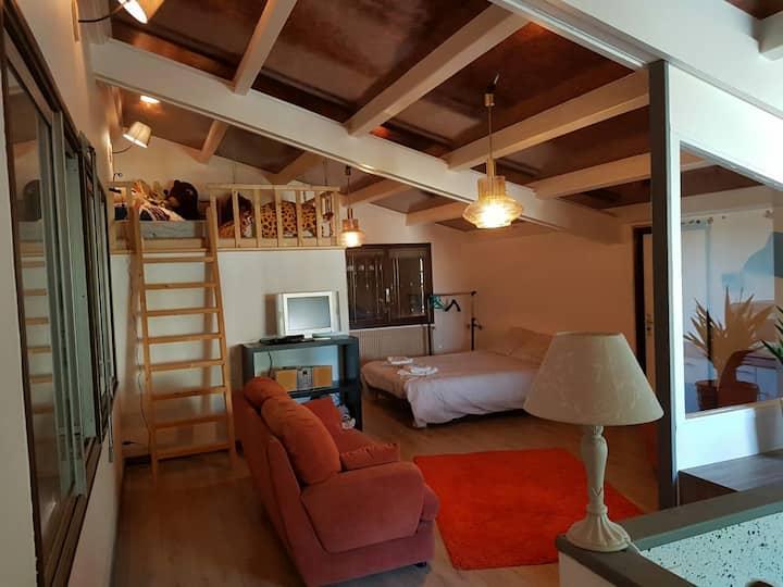 Appartement indépendant calme  dans une villa.