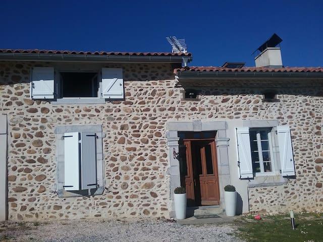 Vieille bâtisse en pierres - Clarens - Casa