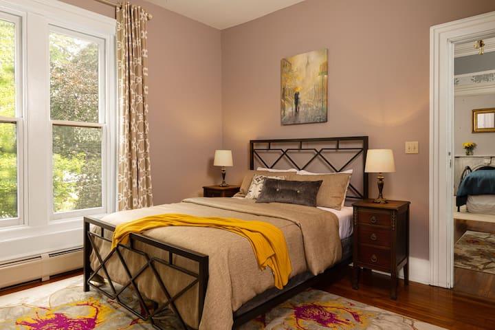 Utica, NY Lodging Rosemont Inn: Lavender