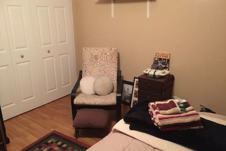 Comfortable Guest Room - Garden Grove