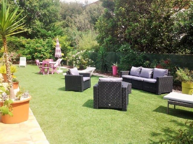 Casa independiente con terraza y jardín. - Saint-Mandrier-sur-Mer - Villa