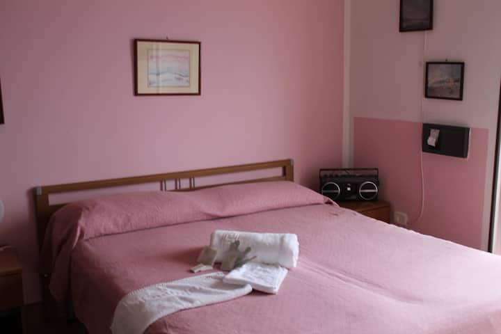Monolocale rosa 2 posti con vista MARE E COCCOLE