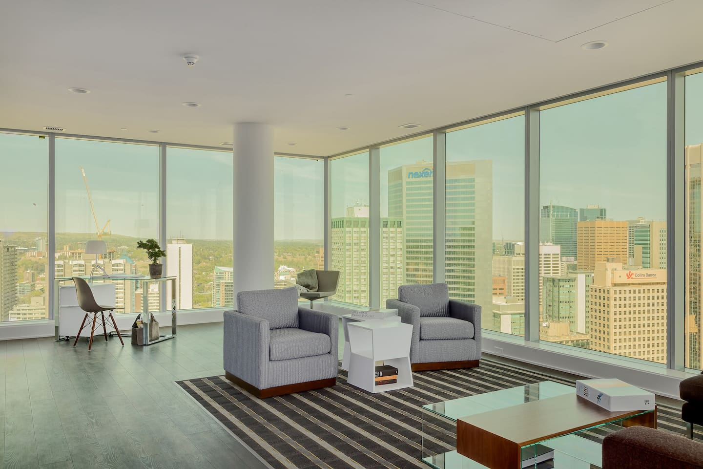 Executive Luxuriously FURNISHED 2 Bedroom + Den