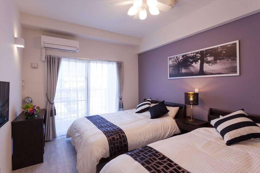 アーバンラージツイン<26㎡>3名様宿泊可能です。天井扇・キッチン・洗濯&ガス乾燥機・Wi-Fi・VOD無料・快適なフランスベッドを導入。