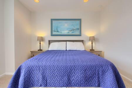 Sunshine-y Private Bed+Bath -DIA&Denver Area