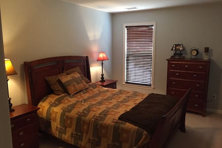 Cozy, quiet room with office. - Waxhaw - Dom