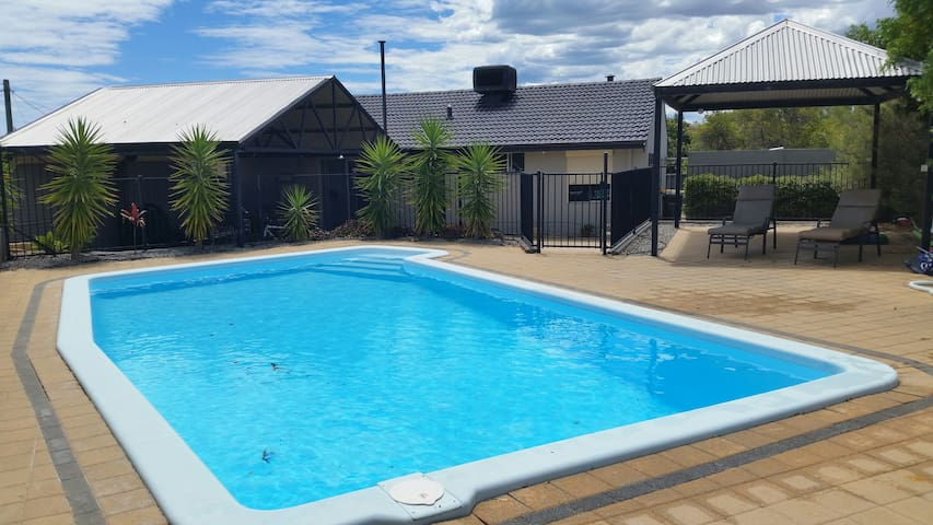 Tranquil  Family Home with Pool. Close to Beach
