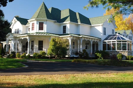 Holiday Stables & Bed n Breakfast - Harwood