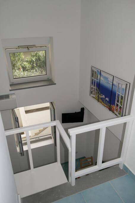 Panoramica dell'appartamento e vista giardino.