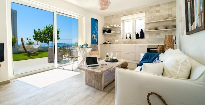Villa Erythrous - Modern 2 bedroom villa!