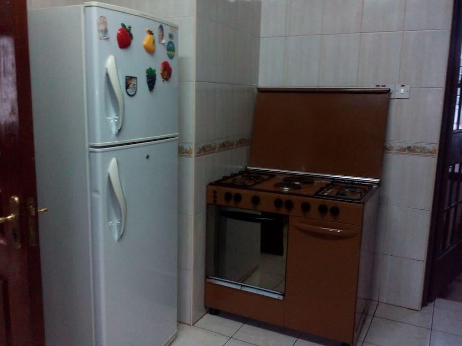 Fridge & cooker