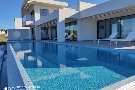 Luxury  Seafront Villa - Private  Pool - Jacuzzi.