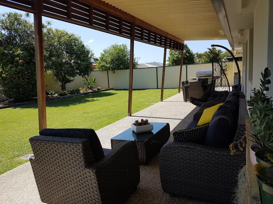 Outdoor area with lounges