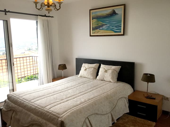 Apartment with 2 bedrooms in Funchal, with wonderful sea view, terrace and WiFi - 6 km from the beach