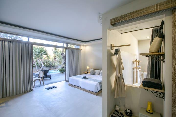 4BR Luxurious villa by the rocky beach of Tulamben