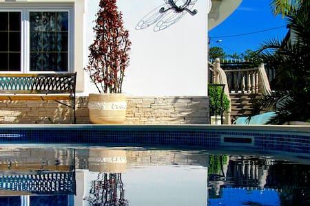 3 Bedroom Penthouse in Villa 5*(5-8 Guests) - 別荘