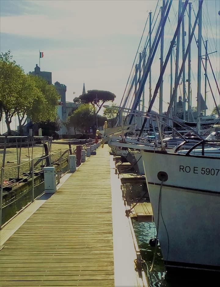 Bateau hyper centre La Rochelle (SHEHE)