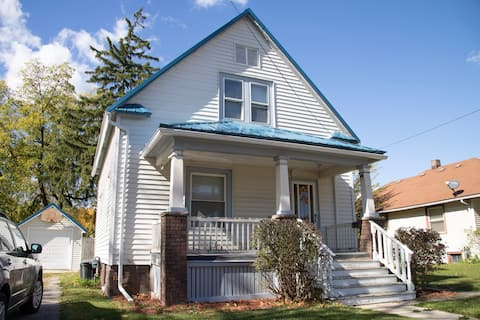 Historic Saginaw Home - Across From Covenant