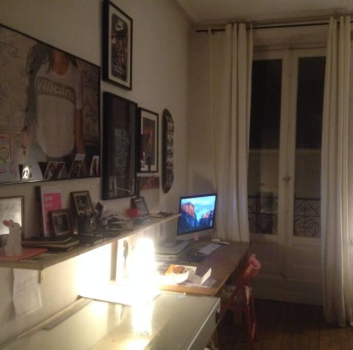bureau très lumineux