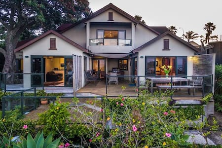 Waiheke Beach Villa Oneroa