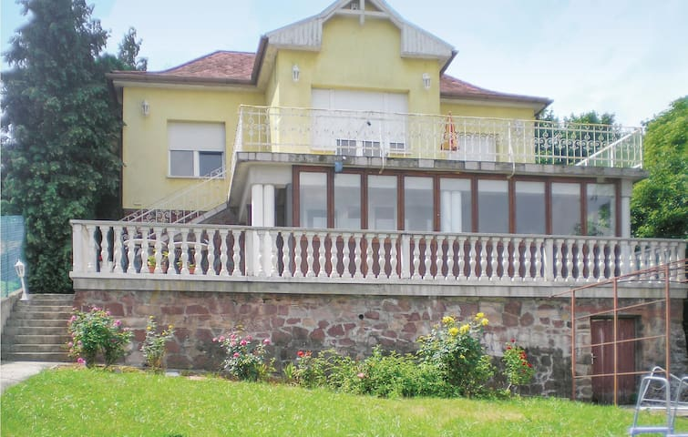 Holiday apartment with 2 bedrooms on 70m² in Balatonalmádi