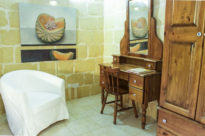 Private Room/beautiful authentic Gozitan farmhouse - L-Għarb - Casa