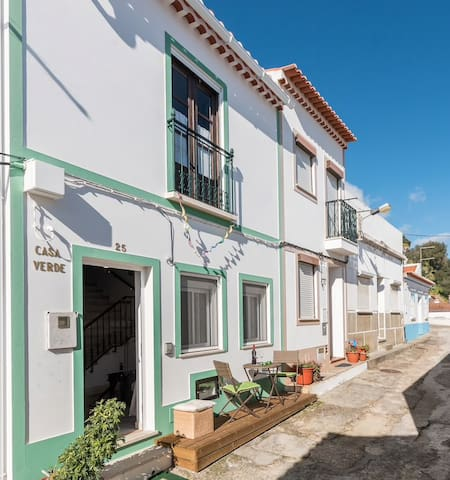 Positioned at the foot of the Aljezur castle and located within easy walking distance of shops, cafes and restaurants.