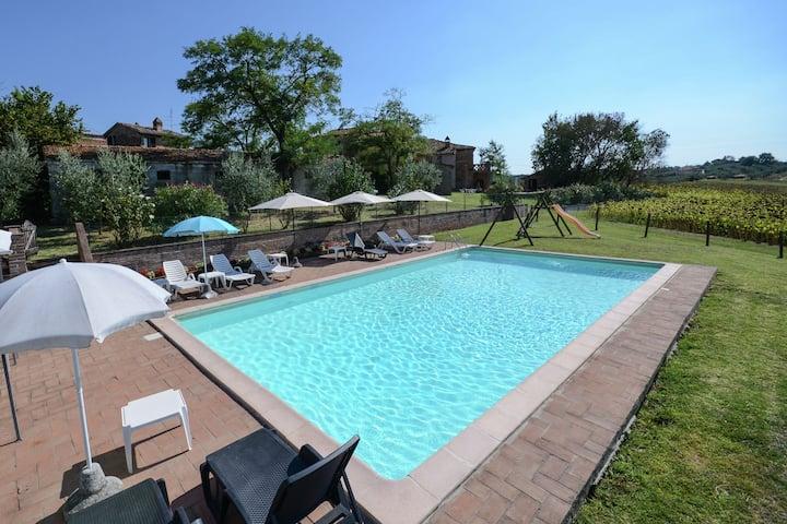 Rustic Farmhouse| Swimming Pool| Private Garden| 2 Barbecues
