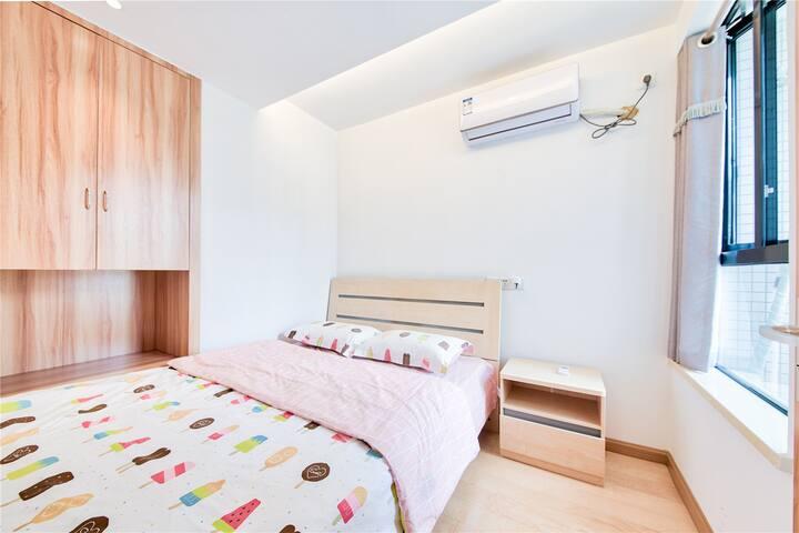 客卧 1.5米大床 有窗户 有小衣柜