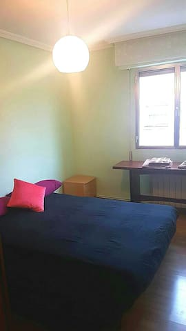Clean, cozy, heated room - Madrid - Talo