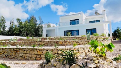 Villa with pool & large garden 5 minutes from the beach
