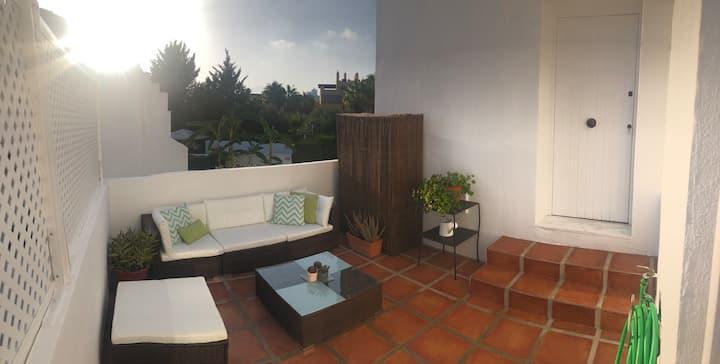 "Studio ""wonderful terrace"" 10 minutes Puerto Banus"