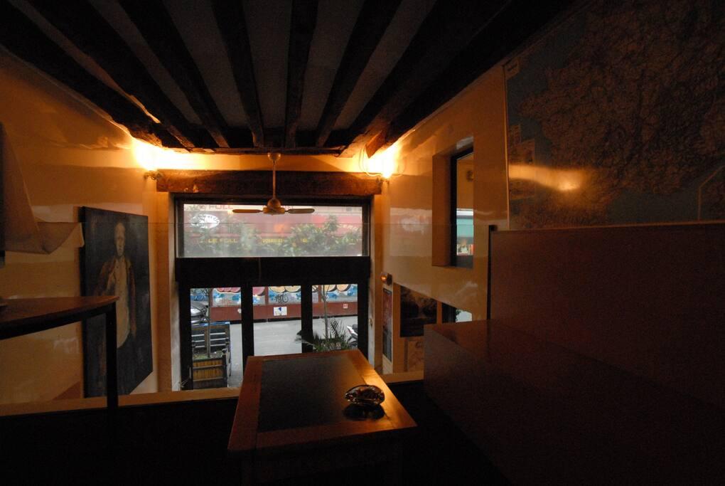 Mezzanine lounge with view on street 60 rue de Seine