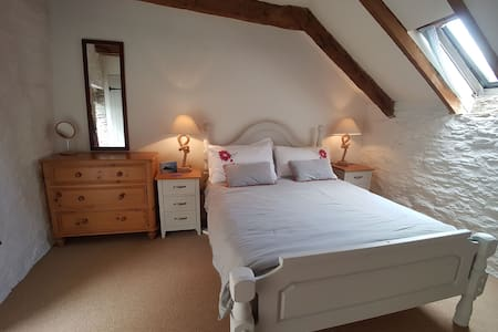 The Stables - a Fowey cottage with private parking