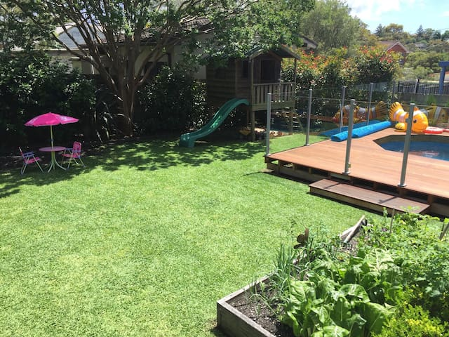 Modern family home, pool, Nth Beach - Allambie Heights
