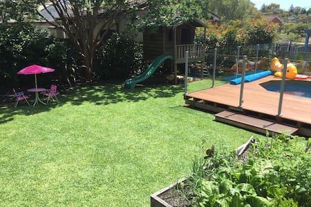 Modern family home, pool, Nth Beach - Allambie Heights - Casa